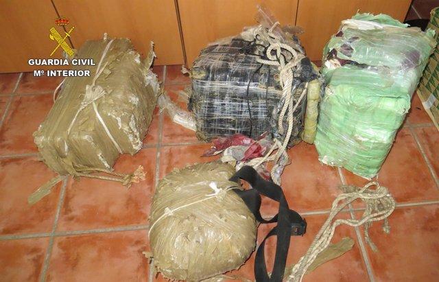 Fardos de hachís intervenidos por la Guardia Civil