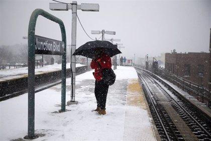 Nueva York suspende metro, autobuses y cercanías debido al temporal