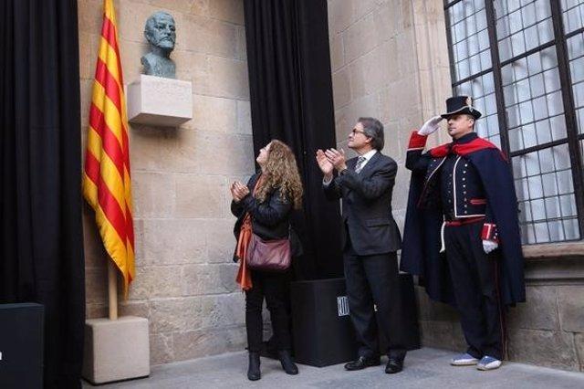 La nieta de Josep Puig y Cadafalch y el presidente catalán, Artur Mas