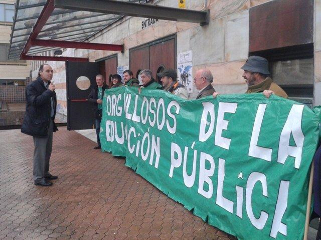 Encuentro de Ignacio Diego con miembros de la Plataforma de Enseñanza Pública