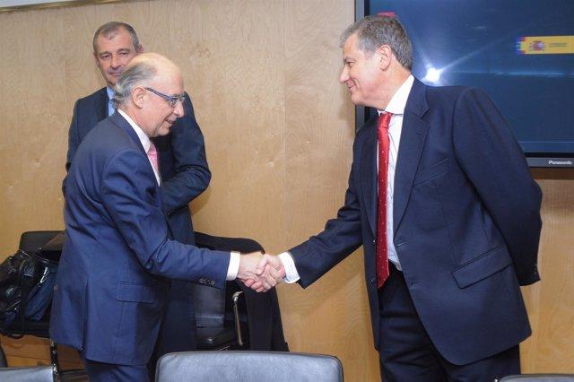 El ministro Cristóbal Montoro y el consejero Eduardo Arasti