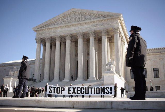 Protestas por la pena de muerte en Estados Unidos frente a corte de Washington