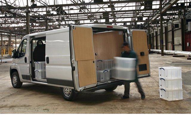 Vehículo comercial, repartidor, furgoneta
