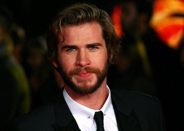 Liam Hemsworth en la premier de