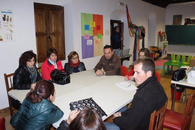 El PP durante la visita a la escuela de música 'Manuel de Falla'