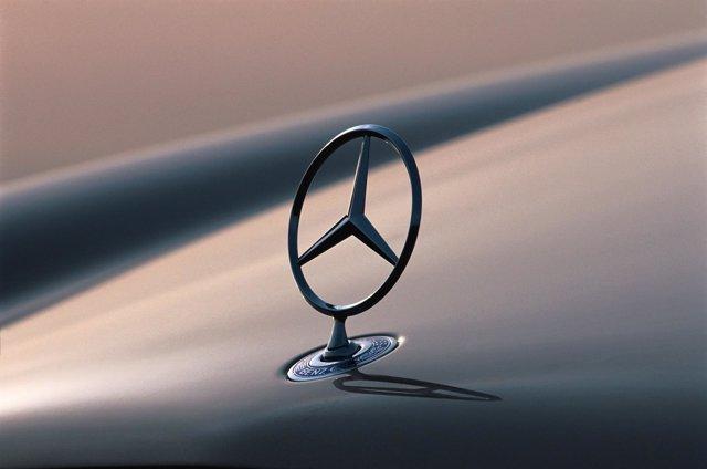 Estrella De Mercedes-Benz (Logo)
