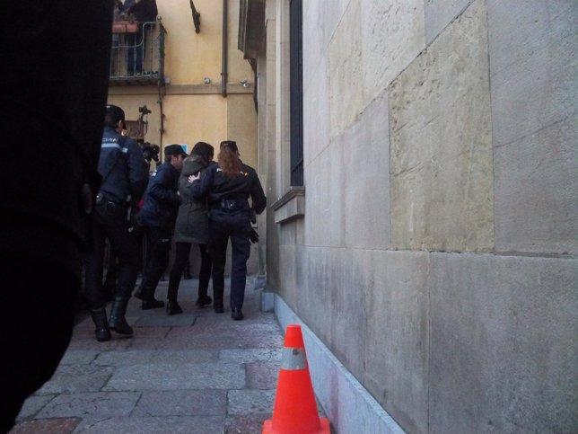 Raquel Gago a su entrada en la Audiencia Provincial de León