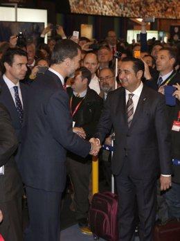El Rey Felipe VI saludando a Julio González Zapico en Fitur