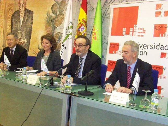 Entrega De La Beca De Investigación De La AECC De León