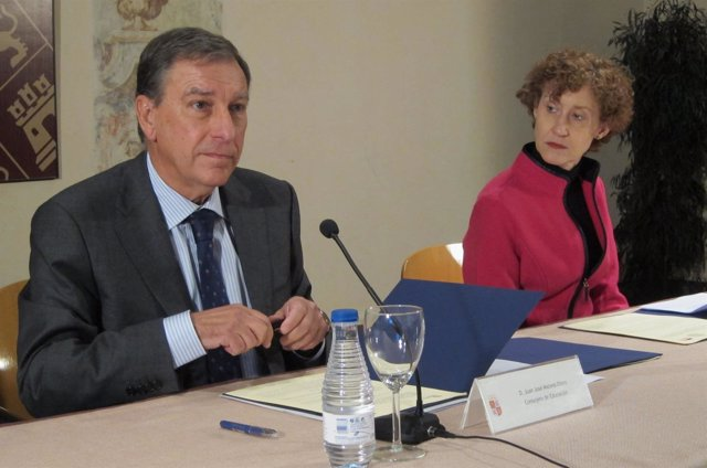 Juan José Mateos y Amy Bliss en el acto de firma del convenio