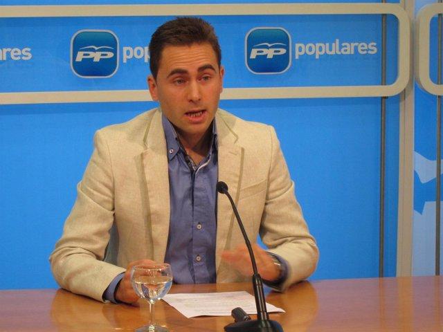 El senador riojano Daniel Osé, en la rueda de prensa