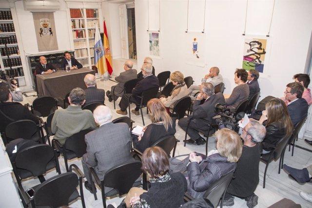 Carlos Alonso se reúne con residentes canarios