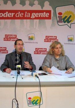 Juan Antonio Sáez y Marisol Gutiérrez, en la rueda de prensa.