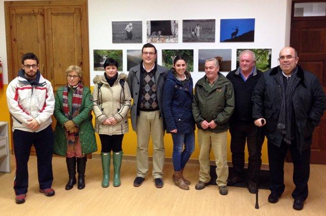 Jaime Díaz, en el centro, junto a otros miembros del Comité Local y Jesús Oria