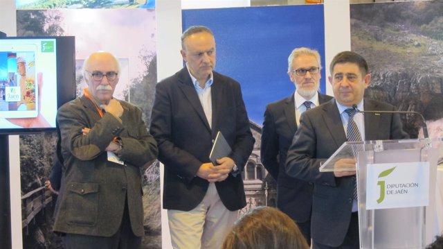 El presidente de la Diputación de Jaén, Francisco Reyes, hoy en Fitur