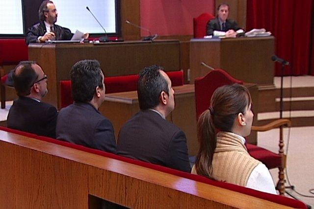 Fernández y Bustos niegan 'enchufar' a un excargo