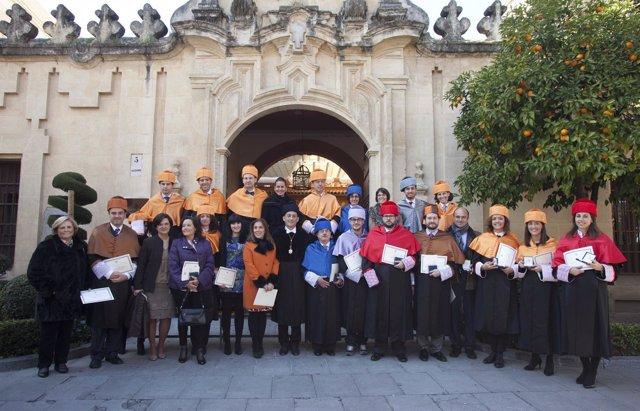 Foto de familia de los miembros de Loyola Andalucía reconocidos en el acto