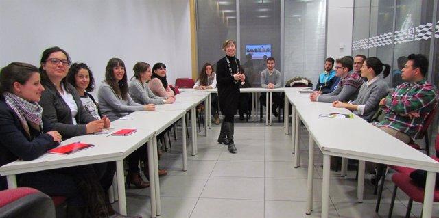 Una de las primeras sesiones de las Lanzaderas de Empleo en Aragón