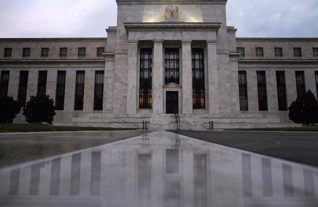 La entrada del edificio de la Reserva Federal de Estados Unidos
