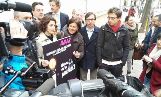 Portavoces de Avaaz y la Platforma por un Nuevo Modelo Energético