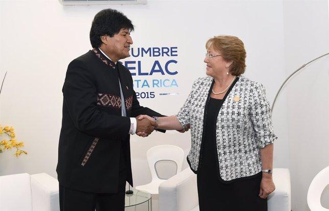 Evo Morales y Michelle Bachelet se reúnen en la cumbre de la CELAC
