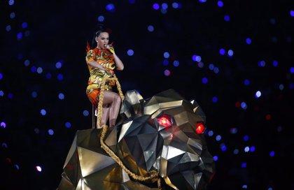 Vídeo: Katy Perry sorprende en la Super Bowl con Lenny Kravitz y Missy Elliott