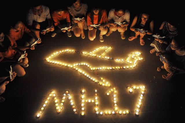 Homenaje al avión MH17 derribado por un misil en Ucrania