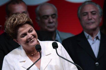 """Rousseff dice que había """"excesos"""" en algunos programas sociales y defiende ajustes"""