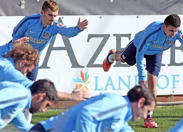 Ángel Correa junto a antoine Griezmann.