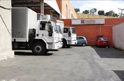 FOTOS: Hallan productos básicos en un depósito del supermercado Día a Día en Caracas