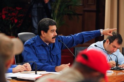 Maduro ordena la ocupación temporal de una cadena de supermercados