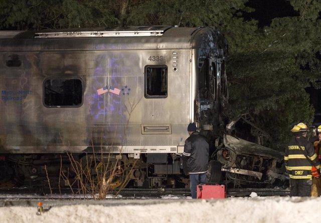 Acidente tras el choque de un tren y un coche en New York