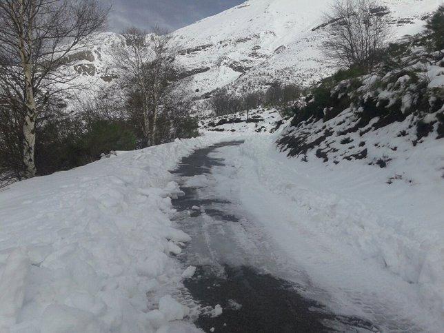 Nieve, nevada, carretera (Archivo)