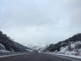 La nieve dificulta la circulación en la red viaria gallega