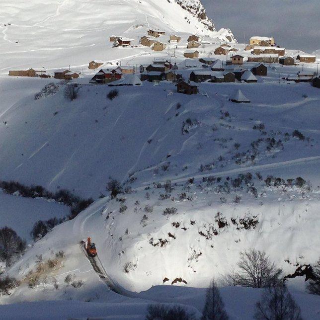 Carretera nevada en Somiedo.