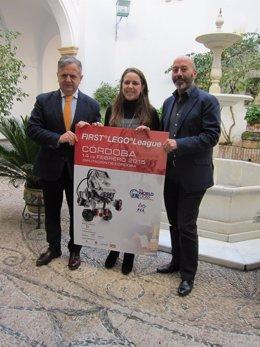 Fuentes, Cruz y Aguirre con el cartel del evento