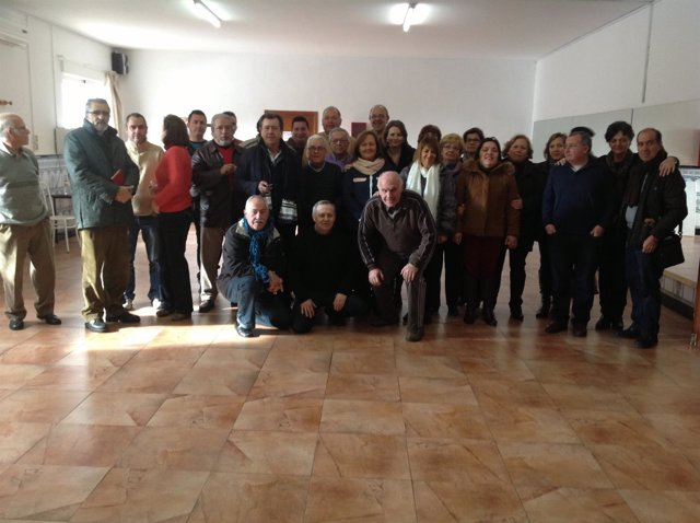 Usuarios y responsables del del CAPI Los Sauces junto a autoridades.