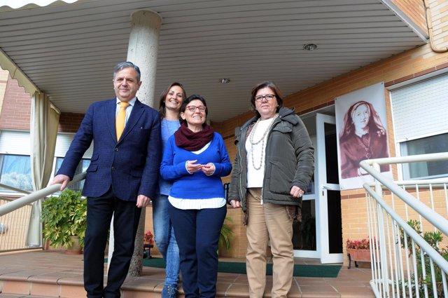 Fuentes (izda.) y Sánchez (dcha.) en la visita a las Adoratrices