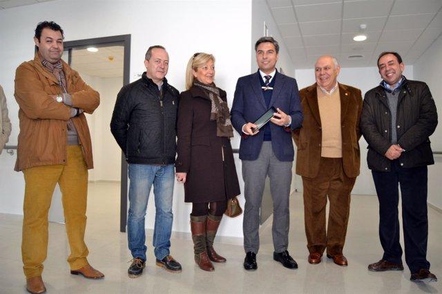 Lorite (centro), en la visita al nuevo centro