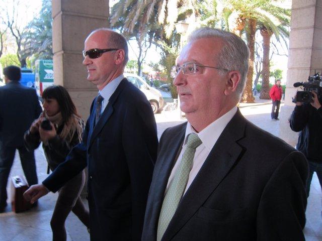 El Exconsejero Antonio Fernández A Su Llegada A Los Juzgados Por El Caso ERE