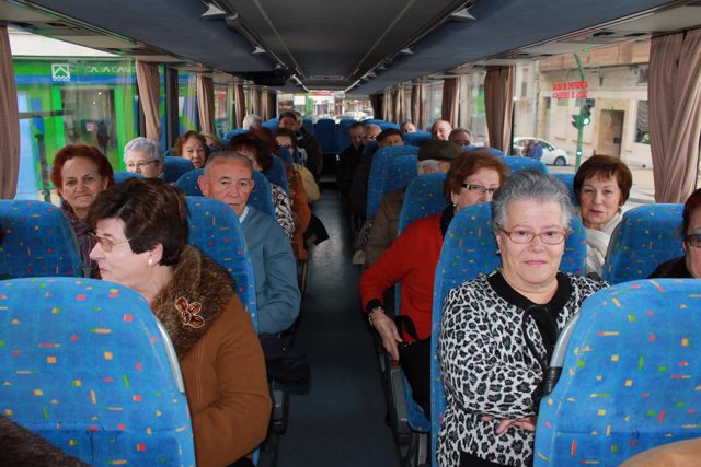 Los mayores en el autobús