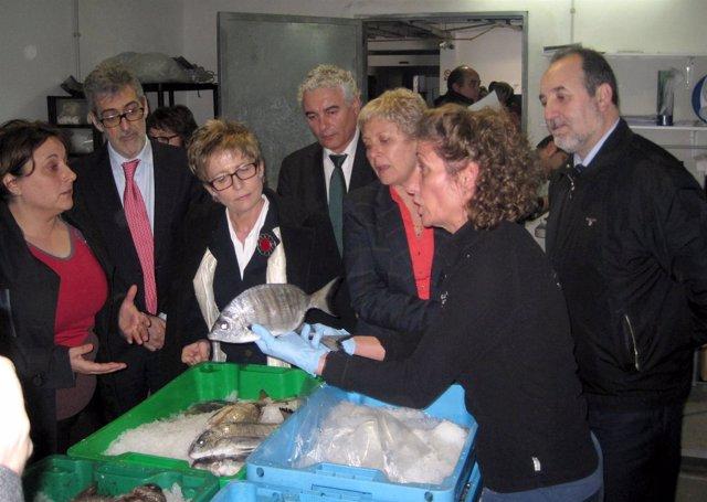 Elena Víboras visita a pescadores de Adra