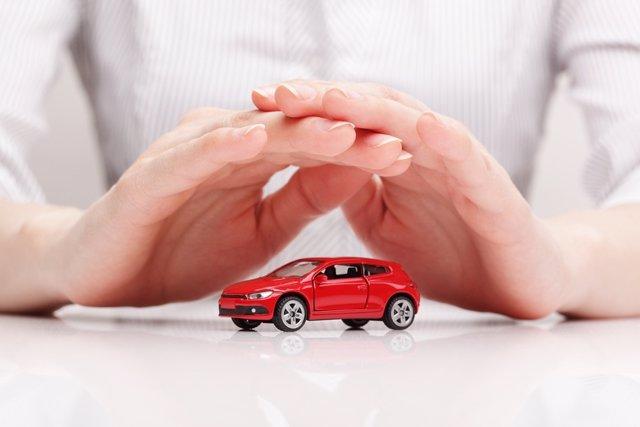 El coste de una póliza puede variar en 1.000 euros en función de la aseguradora