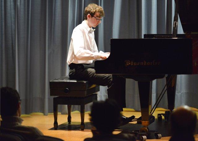 Actuación de Noel Redolar en el Ateneo