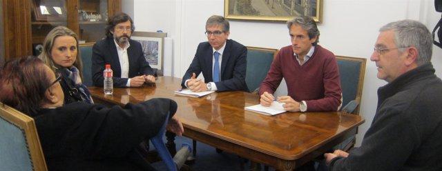 El alcalde se reúne con Amparo y su familia
