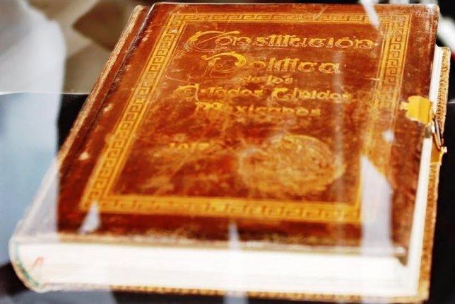 Carta Magna de México que se exponde en la Cámara de Diputados