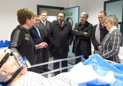 La Facultad de Enfermería de la UVA inaugura un aula que permite recrear situaciones de la asistencia real
