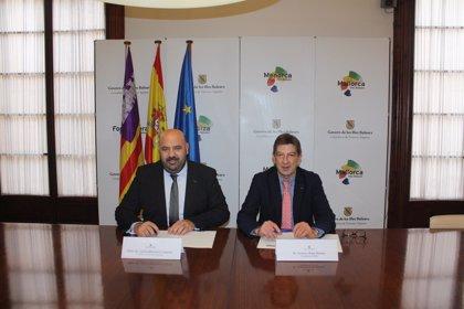 La red de farmacias de Baleares se incorpora al proyecto Escaparate Turístico Inteligente del Govern