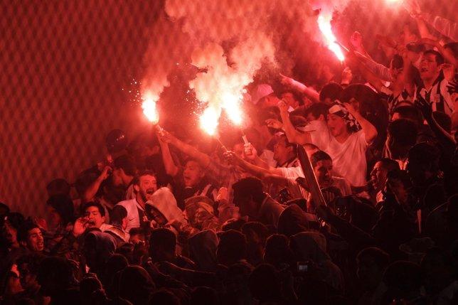 Los aficionados del Alianza de Lima animan a su equipo
