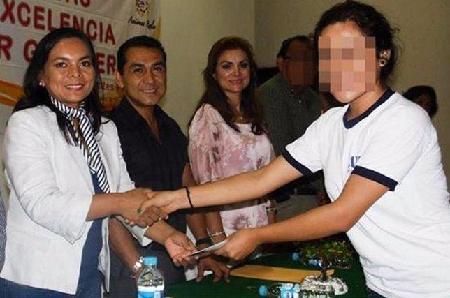 Abarca con la precandidata del PRD a Guerrero